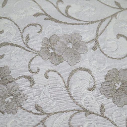 Copriletto matrimoniale Denise Matelassè di Zambaiti grigio con un disegno di piccoli fiorellini in rilievo
