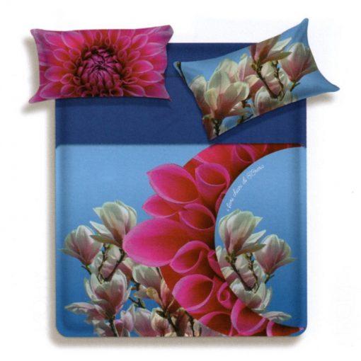 Lenzuola matrimoniali Irom di Biancaluna che raffigurano dei fiori su fondo azzurro
