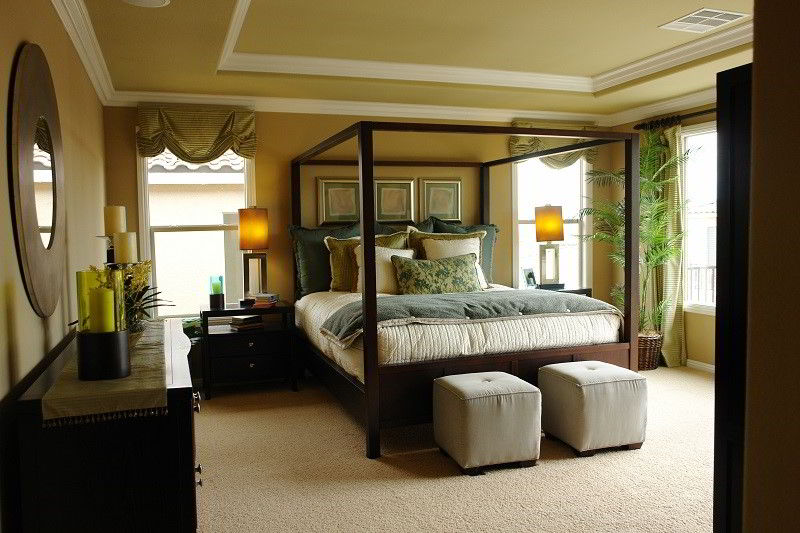 Camera da letto in stile moderno molto luminosa