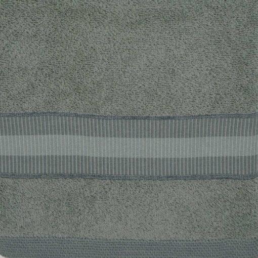 Asciugamani verde muschio in spugna con rifinitura balza tono su tono
