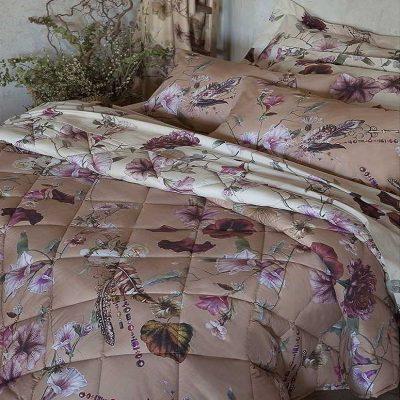 Completo copripiumino matrimoniale con stampati grandi fiori colorati su fondo color nocciola