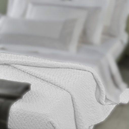 Copriletto matrimoniale bianco in cotone Pompei Mirabello (particolare)