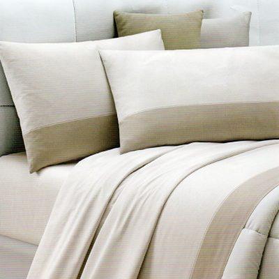 Lenzuola matrimoniali Luce su tessuto dal colore naturale chiaro con balza più scura in tono